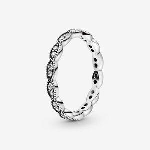 NWOT Pandora sparkling leaves band ring